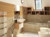 baie-moderna-accesorii-din-lemn