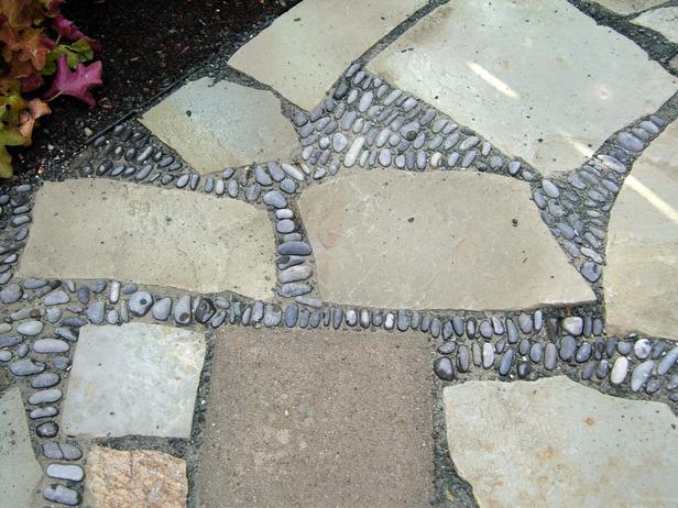 alee de mozaic - adaugare pietre si pietris