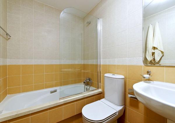 baie moderna de apartament