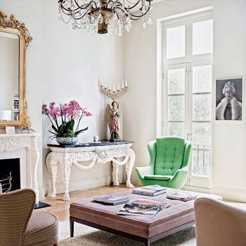 White-Living-Room-with-Vintage-Furniture-Set