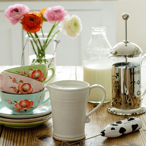 country-kitchen-tableware