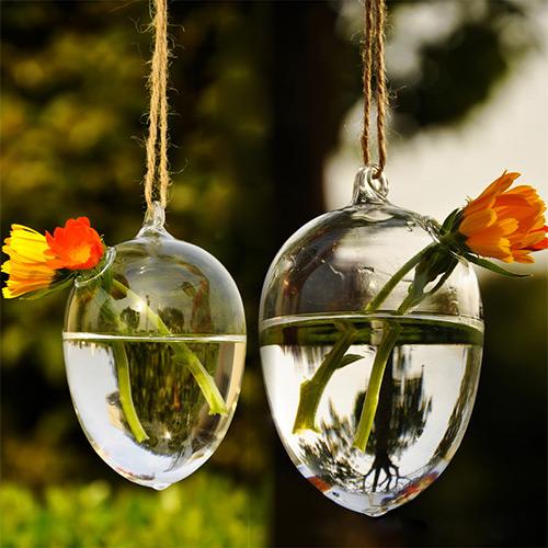vase-de-sticla-suspendate-flori-gerbera-www.homedecomag.ro